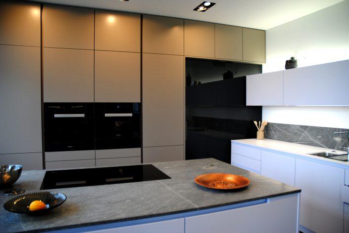 Küche - Schranktür aus getönten Glas