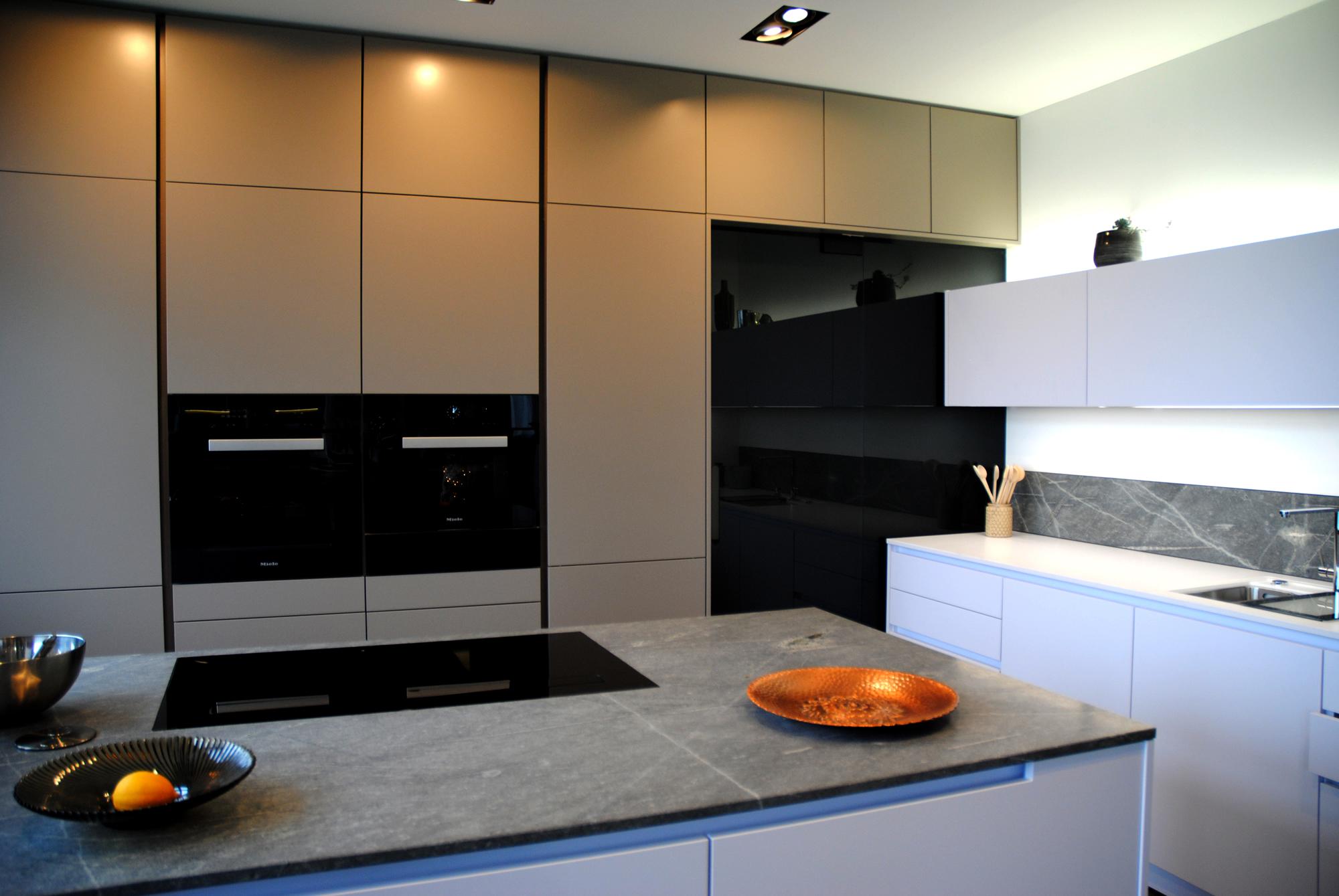 Küche – Schranktür aus getönten Glas – Dilisto