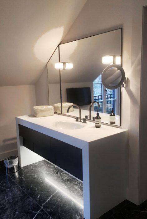 Badezimmer - Waschtisch aus Stoneglass